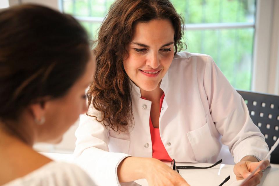 Dr. med. (bg) Alina Staikov, Fachärztin für Gynäkologie und Geburtshilfe